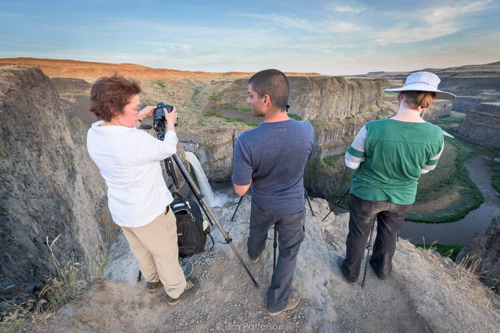 photographers over Palouse Falls canyon during photo workshop