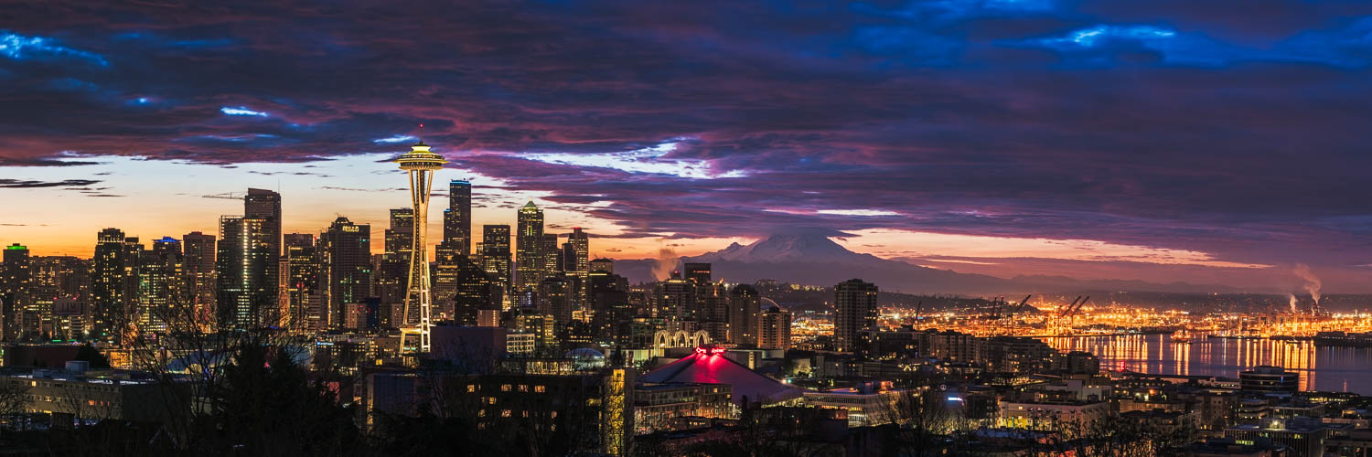 Panorama of the Seattle skyline at sunrise